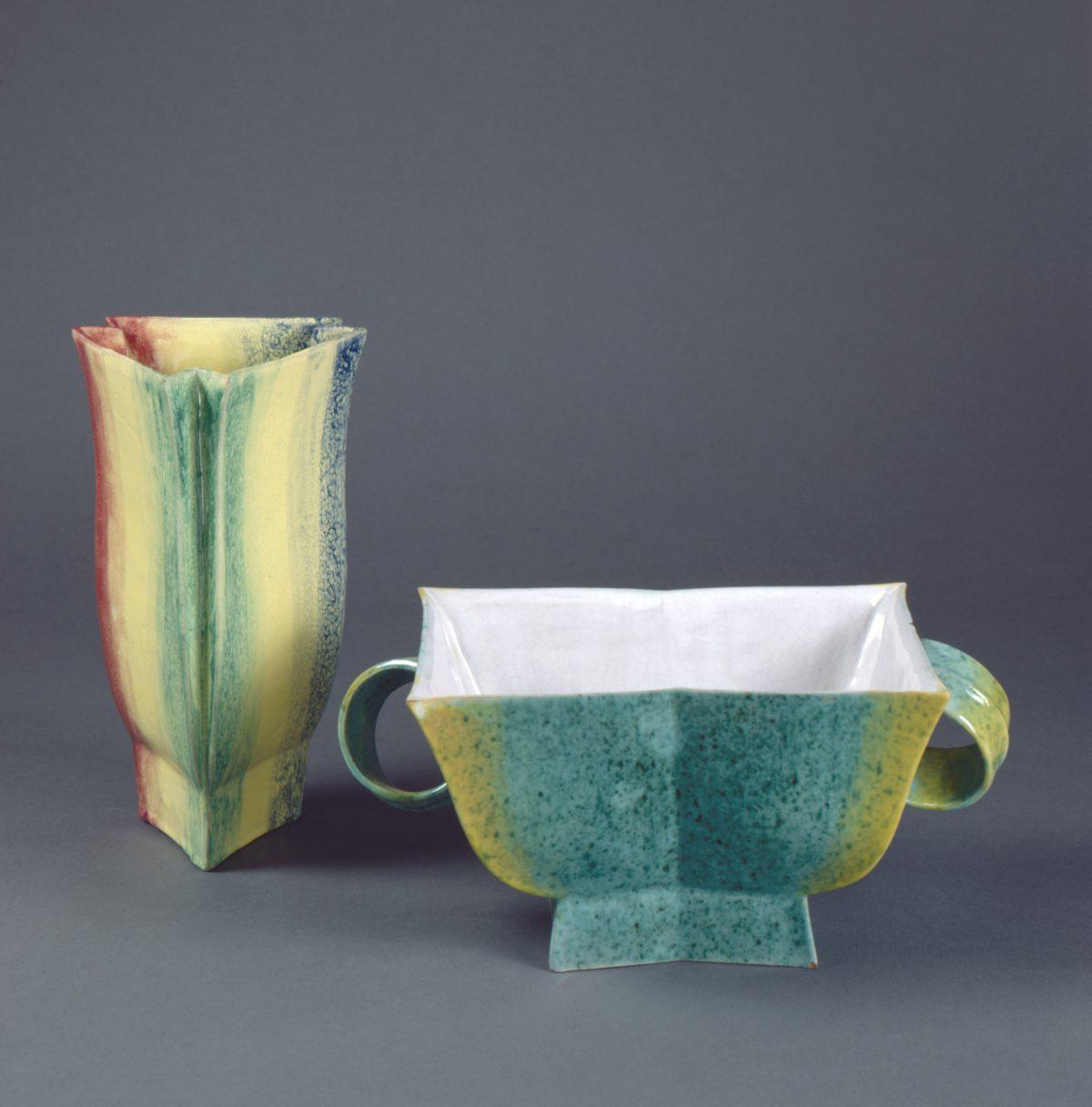 Jesser, Hilda, Vase Modell 868 und Jardinière Modell 872, 1921, Irdenware, glasiert, Herst.: Wiener Werkstätte, Wien, Foto: Die Neue Sammlung — The Design Museum