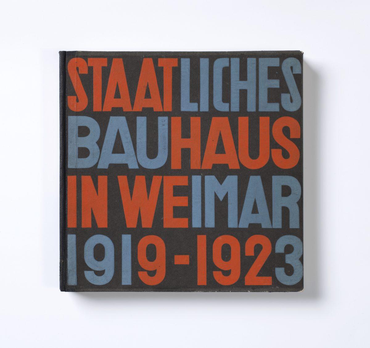 Herbert Bayer (1900–1985), László Moholy-Nagy (1895–1946) Buch/Book: Staatliches Bauhaus in Weimar 1919–1923, Hrsg./Ed.: Staatliches Bauhaus, Weimar und Karl Nierendorf, Köln Bauhaus-Verlag: Weimar/München 1923, Halbleineneinband, Buchdruck/Half-linen binding, letterpress, 25,5×25 cm, Erworben für die Bibliothek/Aquired for the library, 1926, Inv.-Nr. 47/73, Foto: Die Neue Sammlung (A.Laurenzo), © VG-Bild, Bonn 2019
