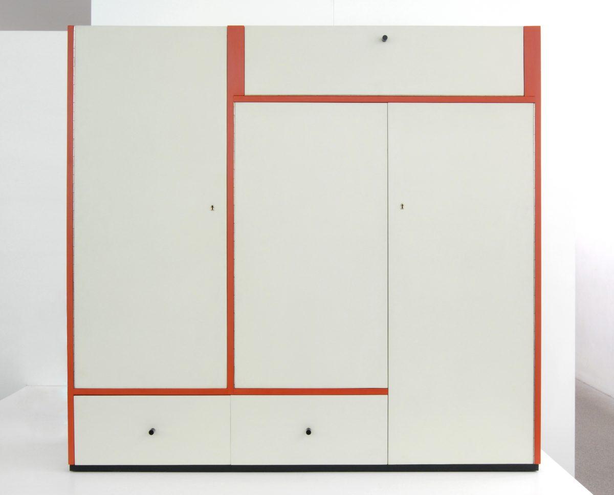 Breuer, Marcel, Kleiderschrank ti 113, 1925/26, Holz, lackiert, Herst.: Staatliches Bauhaus, Dessau, Foto: Die Neue Sammlung — The Design Museum