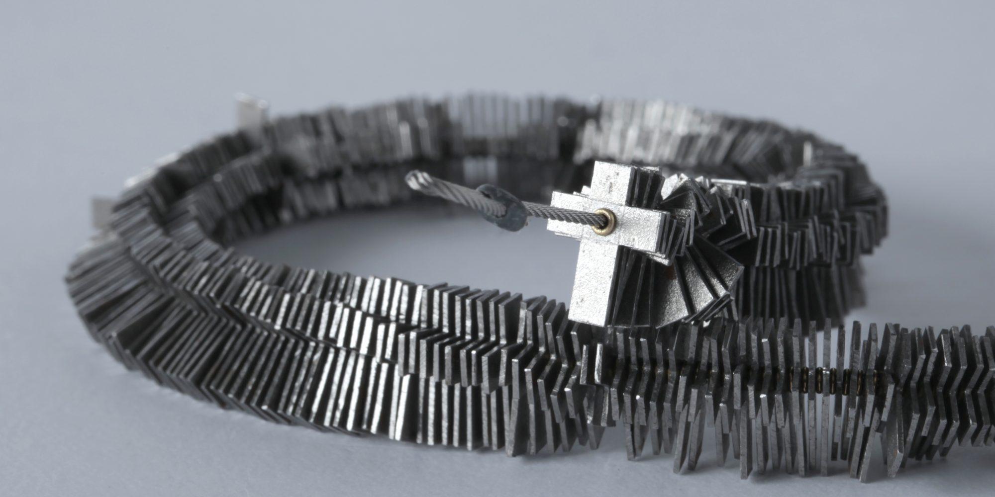 """Otto Künzli, necklace """"Millenium"""", 1999–2000, iron, gold, steel, lead, l. 200 cm, Die Neue Sammlung – Permanent loan from Danner Foundation, Munich, Photo: Die Neue Sammlung (Alexander Laurenzo)"""