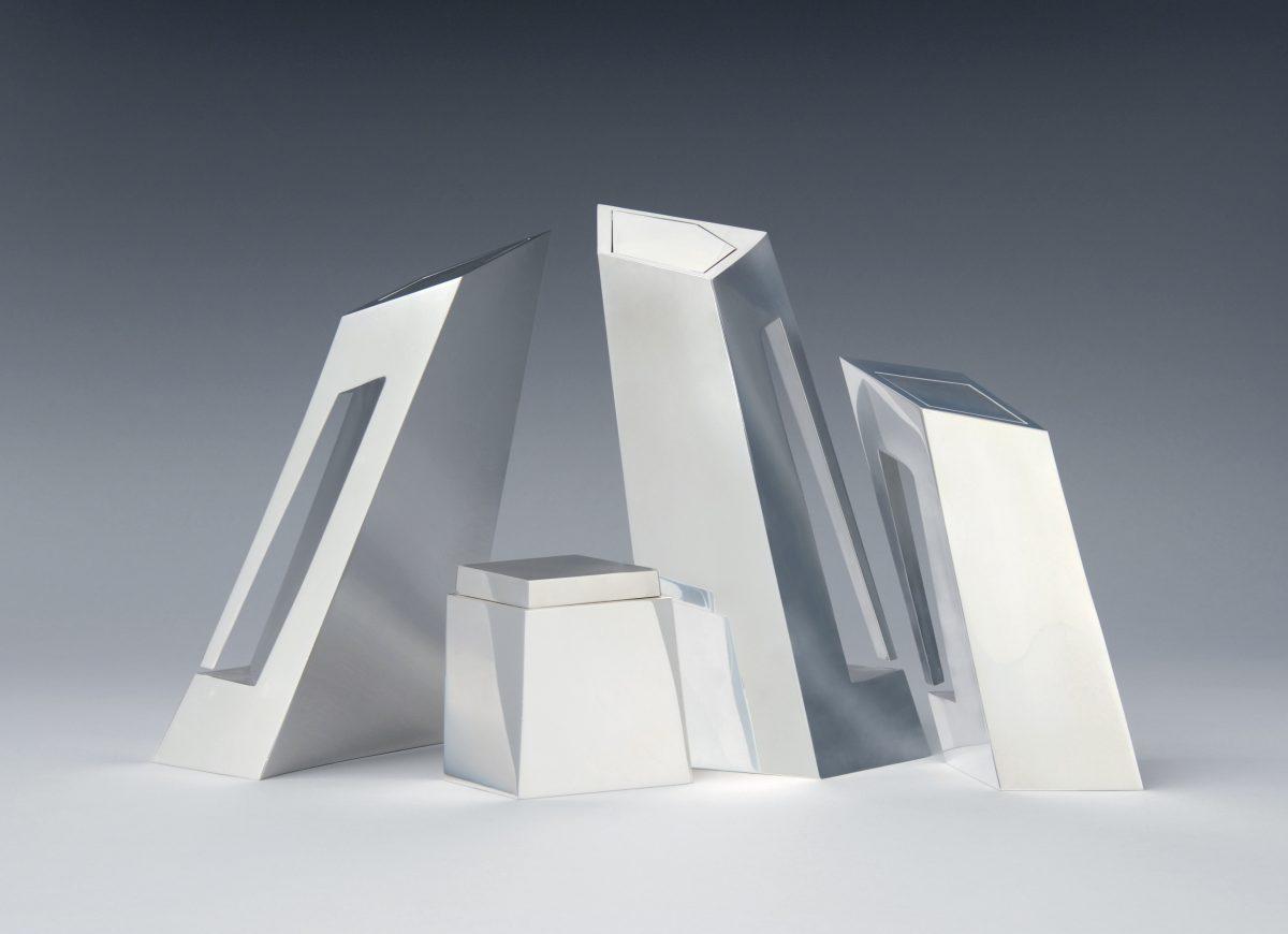 Hadid, Zaha, Tee- und Kaffee-Service, 1996/97 (Entwurf), Silber, Herst.: Sawaya & Moroni, Mailand, Foto: Die Neue Sammlung — The Design Museum