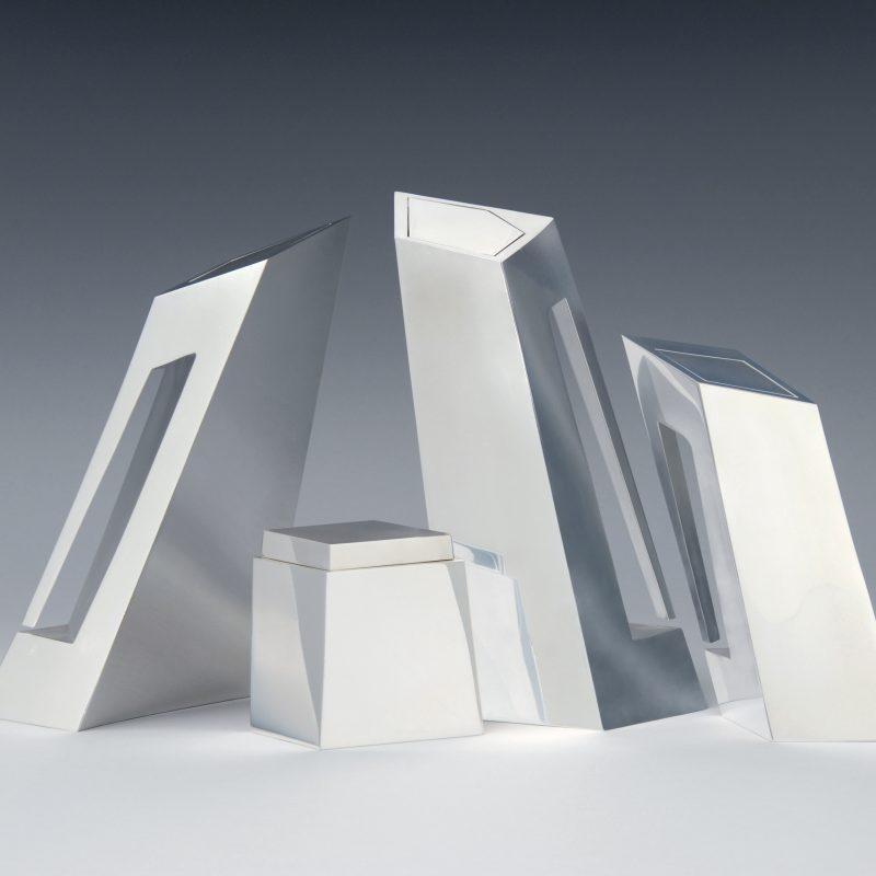 Hadid, Zaha Tee- und Kaffee-Service 1996/97 (Entwurf) Silber Herst.: Sawaya & Moroni, Mailand Foto: Die Neue Sammlung — The Design Museum