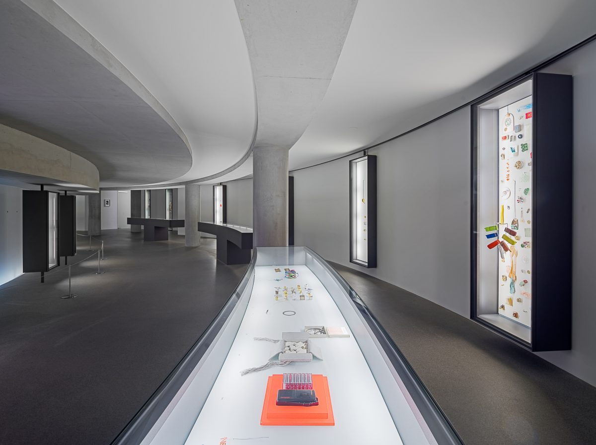 Danner Rotunde, Jewelry at Pinakothek der Moderne, curated by Otto Künzli in 2014, Photo: Rainer Viertlböck