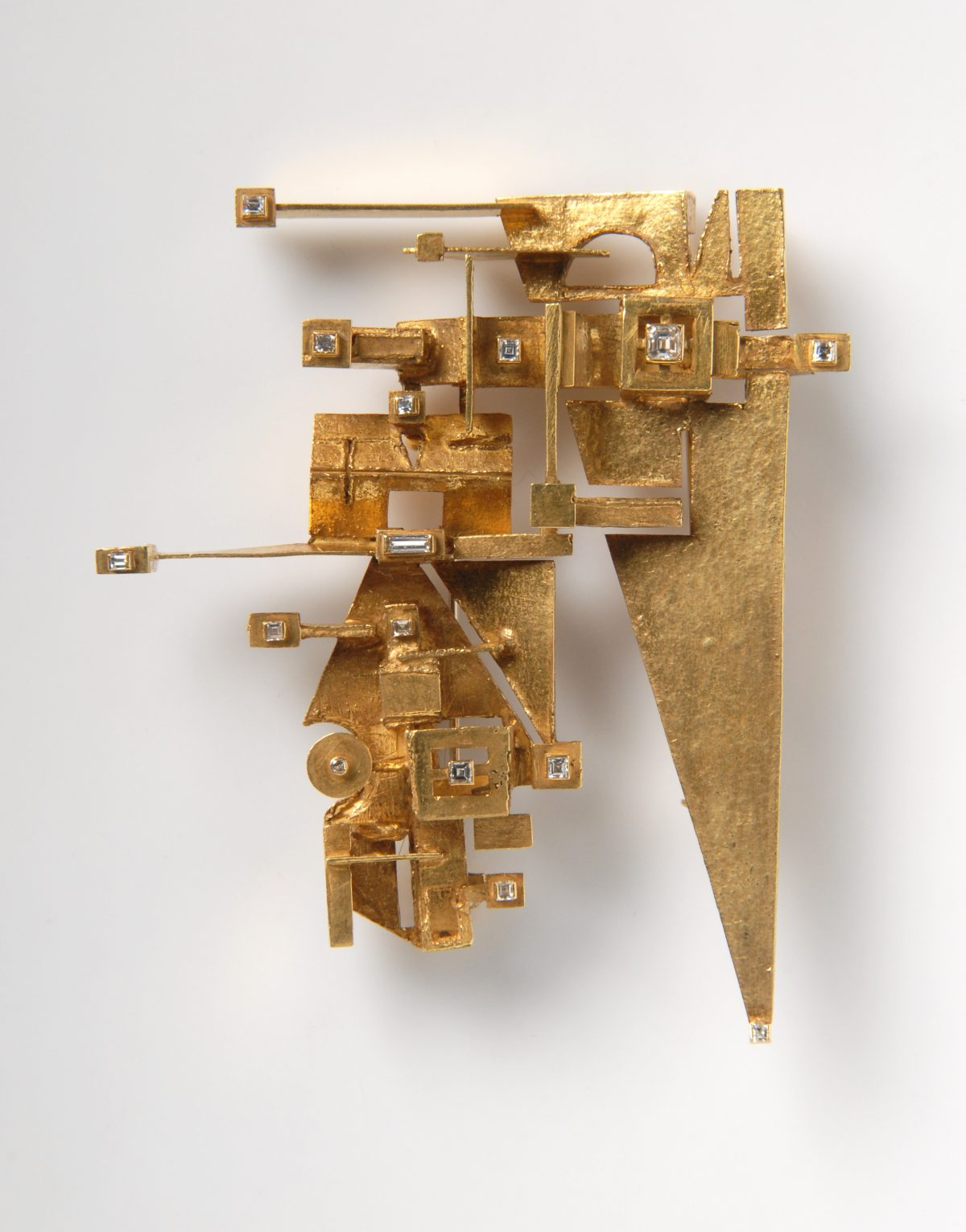 Anton Frühauf, brooch, 1960s, gold, diamonds, h. 7,7 cm, w. 6,3 cm, Die Neue Sammlung – Permanent loan from Danner Foundation, Munich, Photo: Die Neue Sammlung (Alexander Laurenzo)