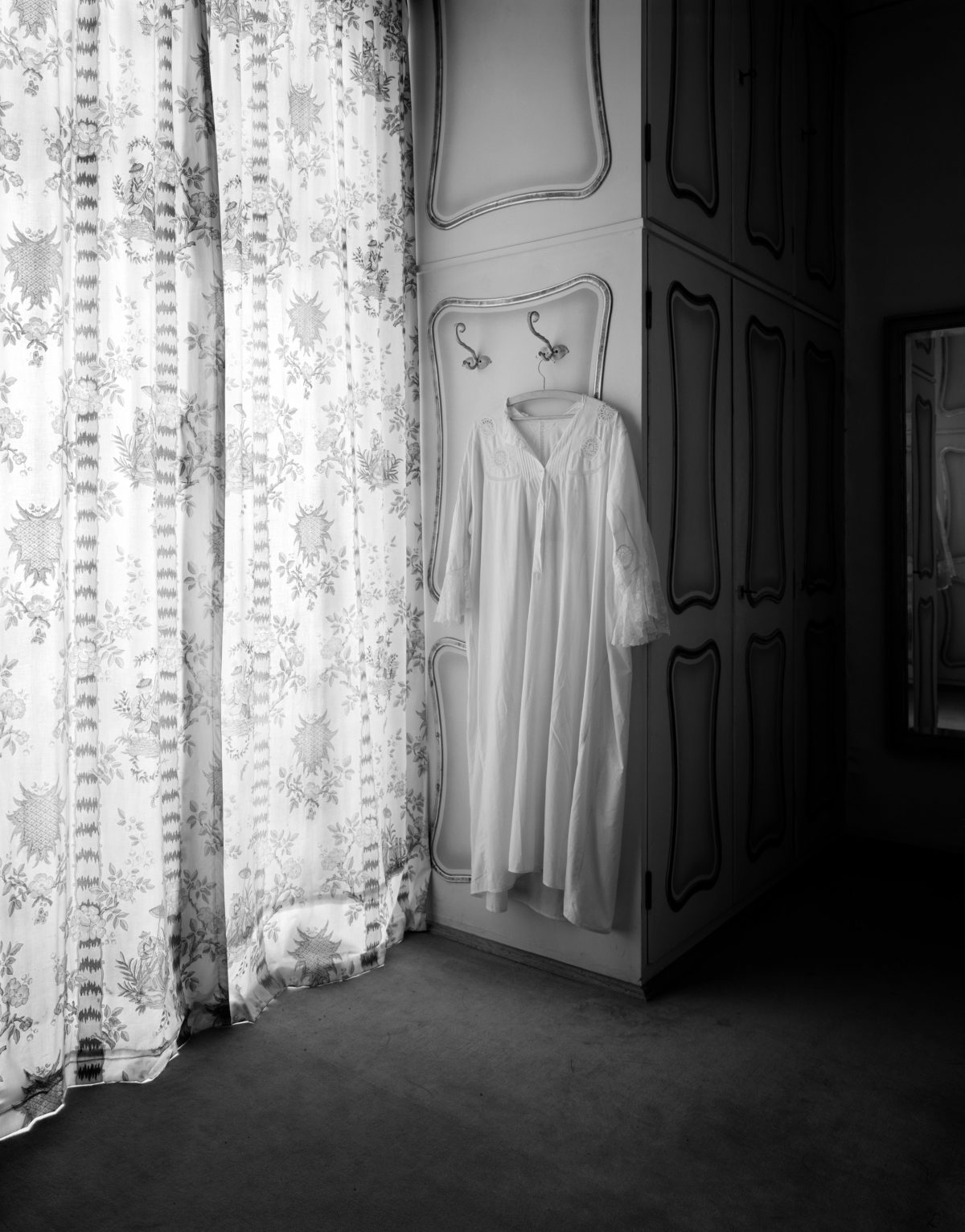 Johanna Diehl, Haus Hamberger, Rosenheim (5), 2006, Aus der Serie: Gefrorene Räume, Silbergelatineabzug, Sammlung Ann Wilde, Zülpich © Johanna Diehl