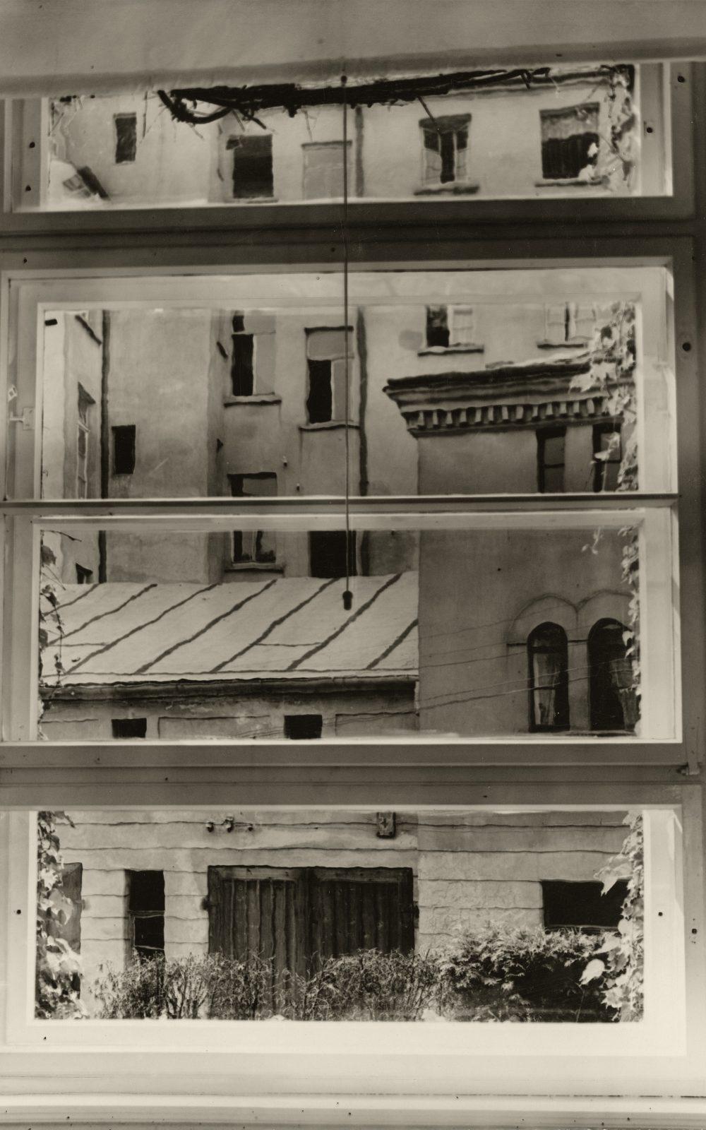 Aenne Biermann, Blick aus meinem Atelierfenster, 1929, Silbergelatine-Abzug, 23,6 x 17,3 cm, Foto: Sibylle Forster, Stiftung Ann und Jürgen Wilde, Pinakothek der Moderne, München