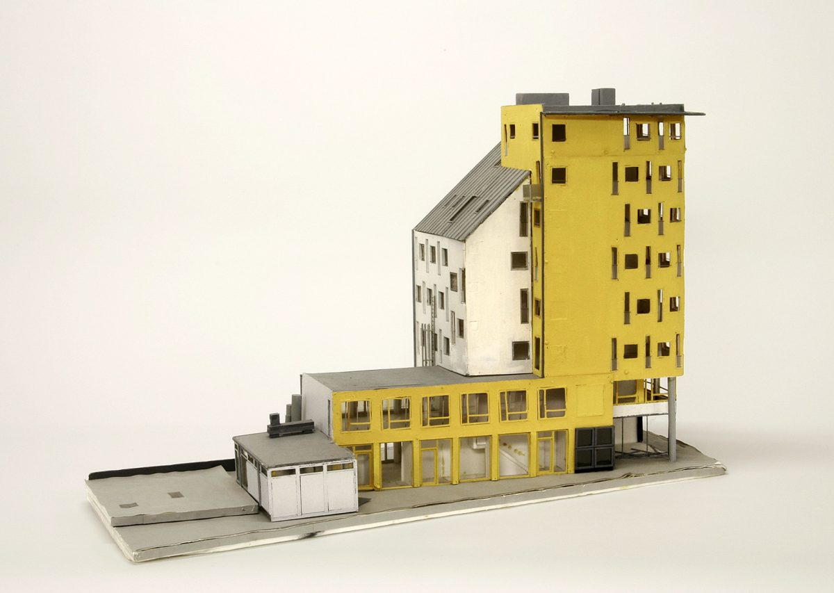 Model of a residential and commercial building with cinemas by Otto Steidle (Munich 1994-1999) © Architekturmuseum der TUM